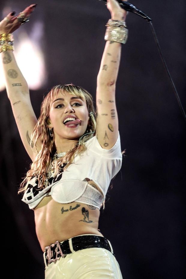 ENERGIČNA<br />Miley vedno divja na odru. (foto: Foto: Profimedia Profimedia, Abaca Press)