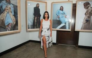 Kim Kardashian tokrat ovita v časopis paradirala po galeriji