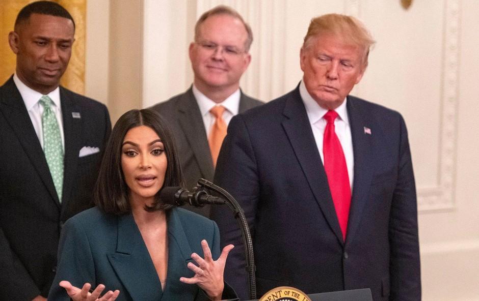Trump pohvalil Kim Kardashian, ki je (spet) obiskala Belo hišo (foto: Profimedia)