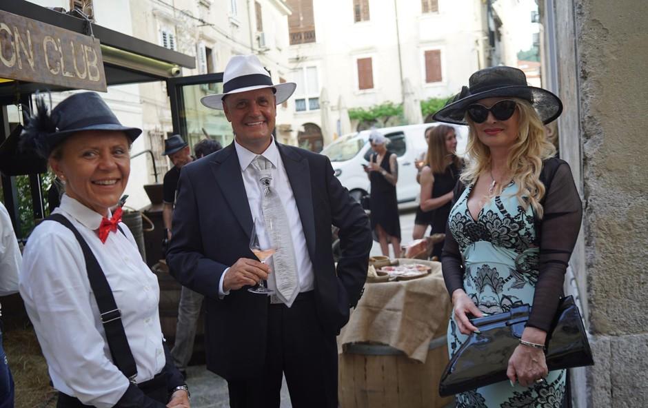 Prva dama <br />slovenske glasbe je <br />blestela na tematski <br />zabavi na Obali. (foto: Stara Gostilna)