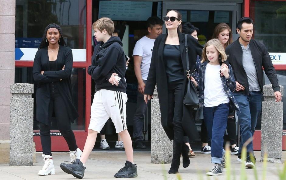 Oboževalci zaskrbljeni: Angelina Jolie spet ekstremno suha (foto: Profimedia)