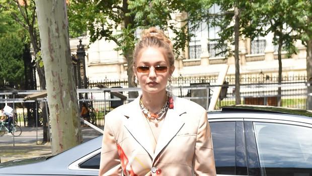Yolanda Hadid je <br />bila nekoč tudi <br />sama manekenka <br />in še danes rada <br />pokaže, da je v <br />vrhunski formi (foto: Profimedia Profimedia, Mega Agency)