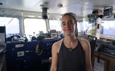 Kapitanki reševalne ladje Sea Watch 3 odpravili hišni pripor