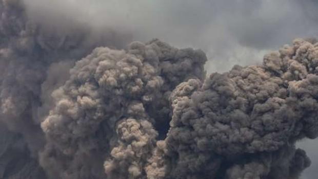 Popoldne je izbruhnil vulkan Stromboli, za zdaj ena žrtev (foto: STA)