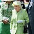 Strokovnjaki pojasnili, zakaj je kraljica Elizabeta II. bolj hladna do Kate kot do Meghan