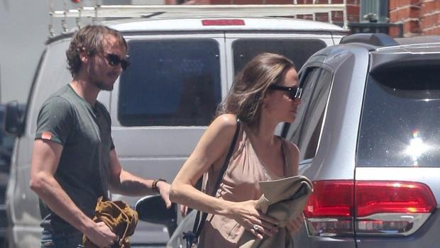 Oboževalci se sprašujejo: Angelina, le kaj si si oblekla?! (foto: Profimedia)