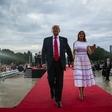 Melania Trump v beli obleki v središču pozornosti, a vsem ni bila všeč