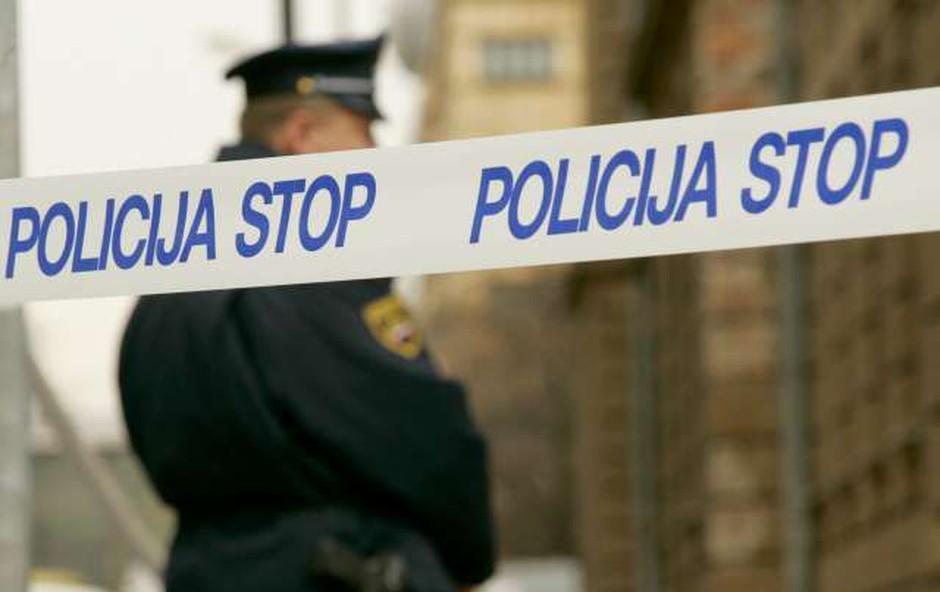 V Murski Soboti so tatu zadišali parfumi, a policisti so mu kmalu stopili na prste (foto: STA)