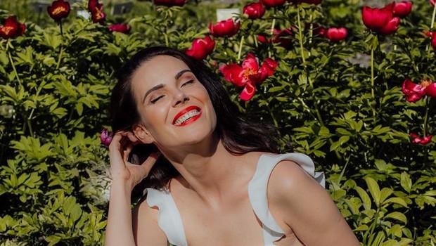 Ula Furlan v jesenskem kosu, ki ga bo v omari želela imeti marsikatera ljubiteljica mode (foto: Crocsi Press)