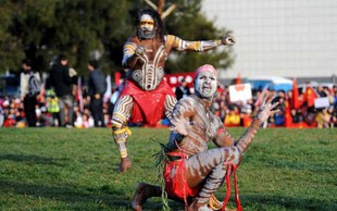 Bodo aborigini priznani v avstralski ustavi? O tem bodo odločali na referendumu