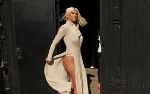Jelena Karleuša na ulicah Beograda privabljala poglede; na zabavi Story pa blestela kot svetovna zvezda