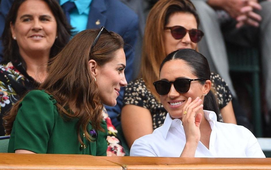 Kate in Meghan na turnirju v Wimbledonu prava paša za oči. Očitno sta se tudi pobotali! (foto: Profimedia)