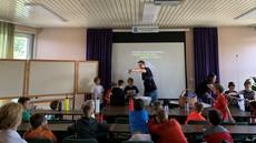 Poletni košarkarski in hokejski tabor za mlade v znamenju učenja o varni rabi interneta
