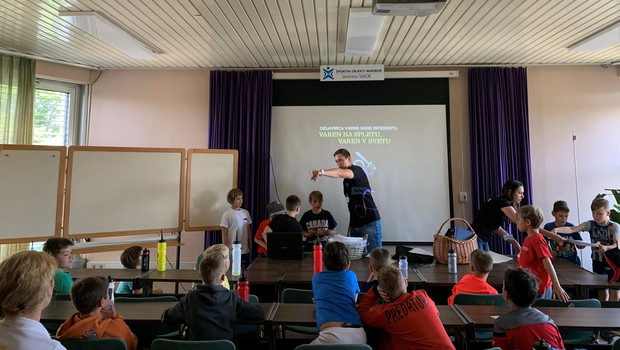 Poletni košarkarski in hokejski tabor za mlade v znamenju učenja o varni rabi interneta (foto: Telemach Press)