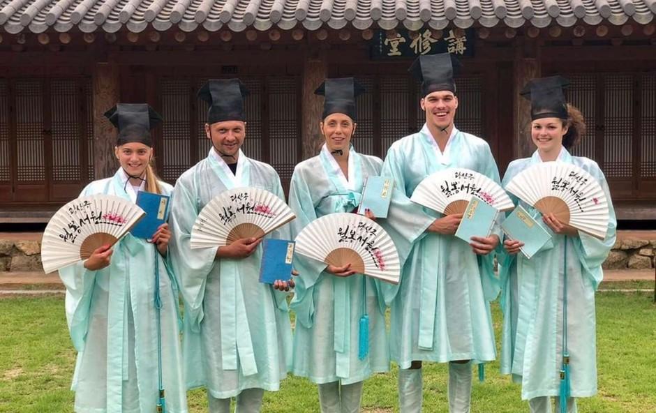 Slovenske plavalce v Koreji domačin povabil na izlet v Gwangjuj (foto: Plavalna zveza Slovenije/STA)