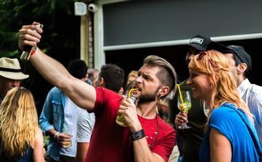 Priljubljeni Zvita Feltna predstavljajo nov poletni hit 'Gin in tonic'