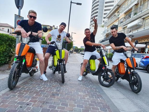 Priljubljeni Zvita Feltna predstavljajo nov poletni hit 'Gin in tonic' (foto: Damjan Končar)
