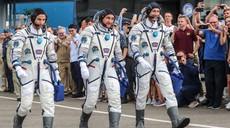 Manever kot iz učbenika: Trije astronavti prispeli na mednarodno postajo
