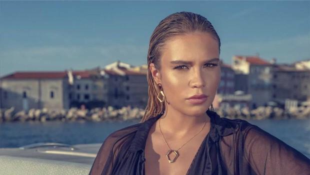 Anamaria Goltes očarala z drznimi kosi nakita! (foto: Promocijski material)