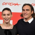Skrivna ljubezen je potrjena: Joaquin Phoenix se je zaročil!