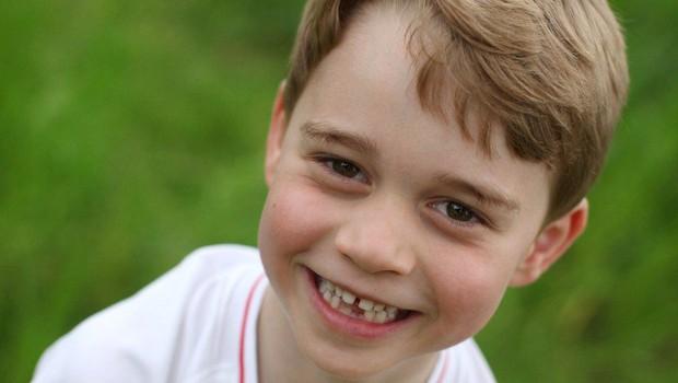 Poglejte, kako v družbi očeta Williama princ George navija za svojo nogometno ekipo! (foto: Profimedia)