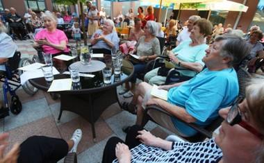 Stanovalce Centra starejših Notranje Gorice navdušil obisk Rebeke Dremelj