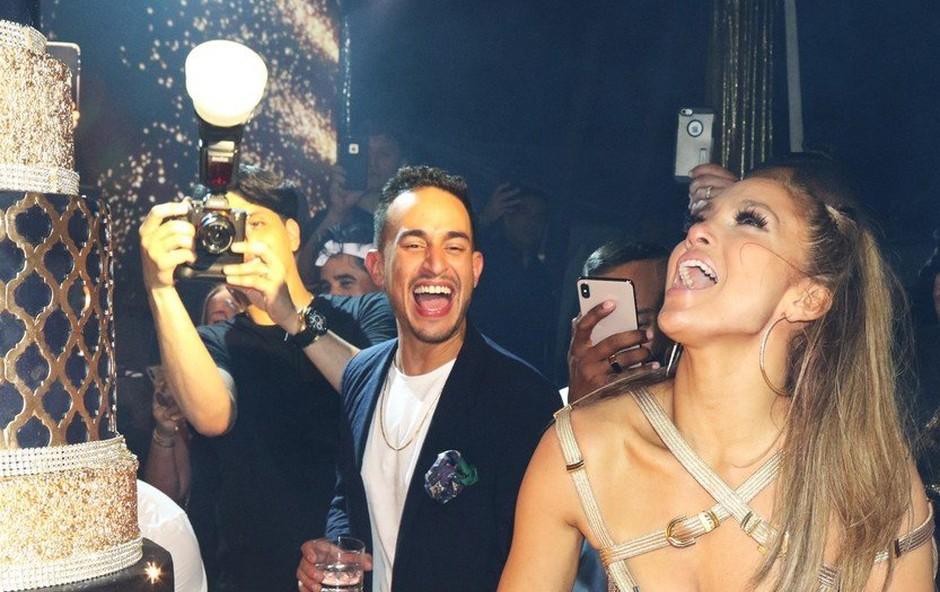 Jennifer Lopez proslavila srečanje z abrahamom, za darilo dobila tudi Porscheja! (foto: Profimedia)