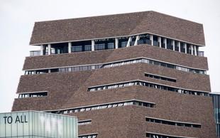 Stanje 6-letnika je po padcu z 10. nadstropja galerije Tate Modern stabilno