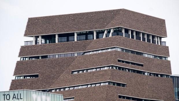Stanje 6-letnika je po padcu z 10. nadstropja galerije Tate Modern stabilno (foto: Profimedia)