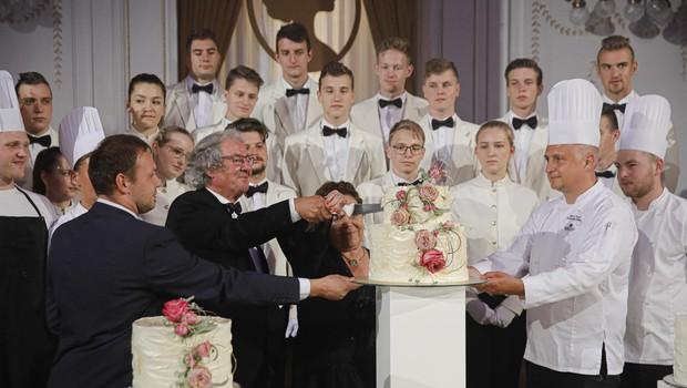 Brez Anine torte seveda večer ne bi bil popoln. (foto: Foto: Mediaspeed)