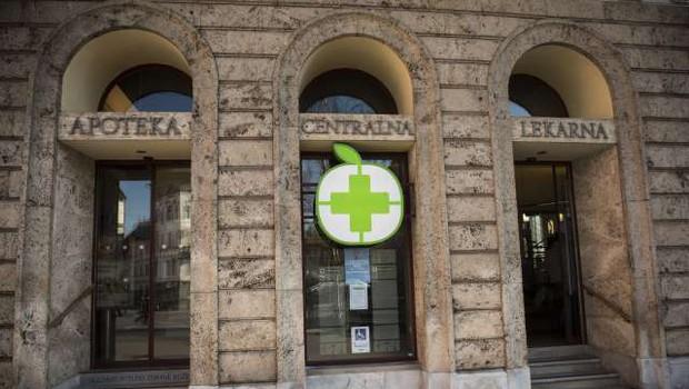 Enote Lekarne Ljubljana so zaradi računalniških težav zaprte (foto: Bor Slana/STA)