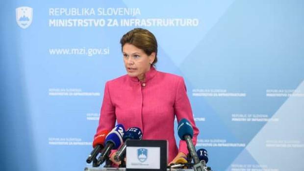 Bratuškova podpira 2TDK in napoveduje konec starim praksam gradbenega lobija (foto: Nebojša Tejić/STA)
