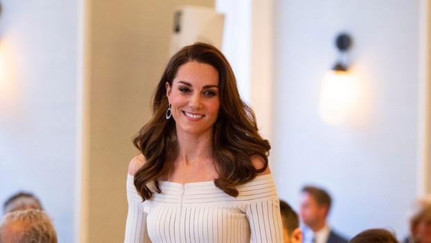Roke Kate Middleton boste le redko videli brez obliža (foto: Profimedia)