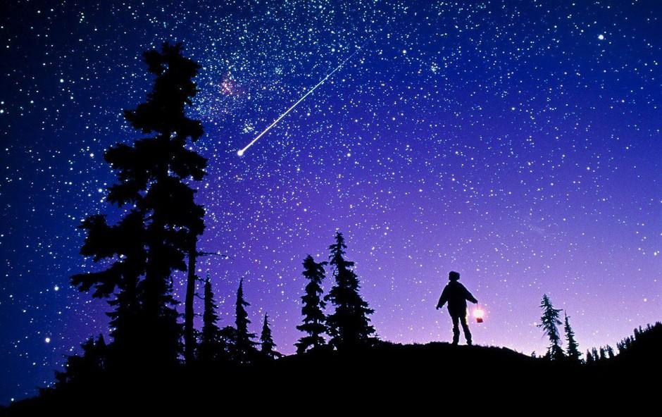 Nocoj poglejte v nebo, eden najbolj znanih meteorskih rojev bo dosegel vrhunec (foto: Profimedia)