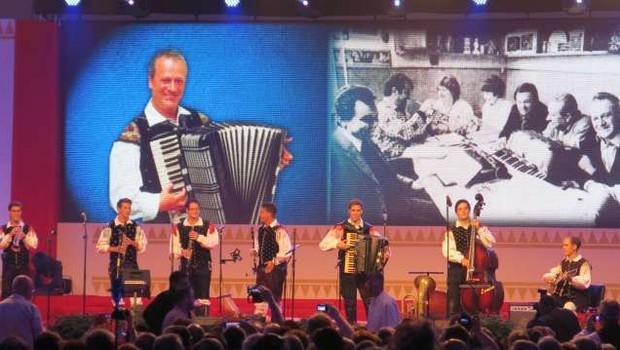 V Begunjah na Gorenjskem bo odmevala Avsenikova glasba (foto: Tinkara Zupan/STA)