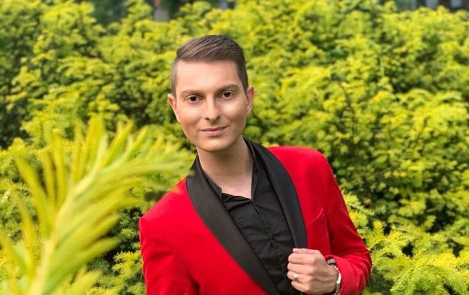 Damjan Murko v posmeh vsem, ki se mu posmehujejo: Jaz sem tukaj, pa vi? (foto: Uroš Apostolovič-Apo)