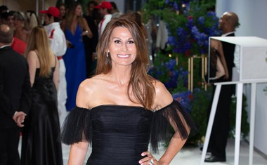 Isabell Kristensen, vrhunska modna oblikovalka, s svojo linijo elegantnih oblačil v eni izmed svojih kreacij.
