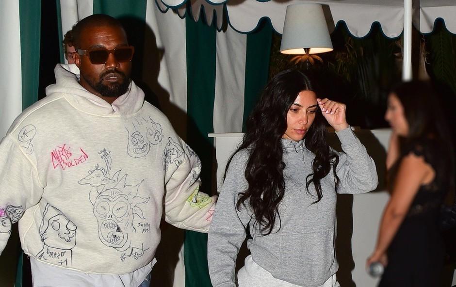 Kim Kardashian s svojo pojavo marsikoga presenetila (foto: Profimedia)