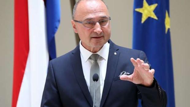 Novi hrvaški zunanji minister Gordan Grlić najpremožnejši minister v hrvaški vladi (foto: Hina/STA)