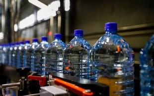 Mikroplastika v pitni vodi predstavlja minimalno tveganje za zdravje, pravi WHO