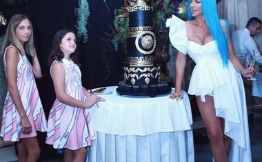 Razgaljena Jelena Karleuša ... komentar: 'slike kot iz bordela'