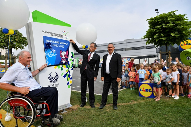 Odštevalnik sta otvorila paralimpijec Jože Okoren in veleposlanik Japonske nj.eksc.g.Masaharu Yoshida (foto: Pigac.si)