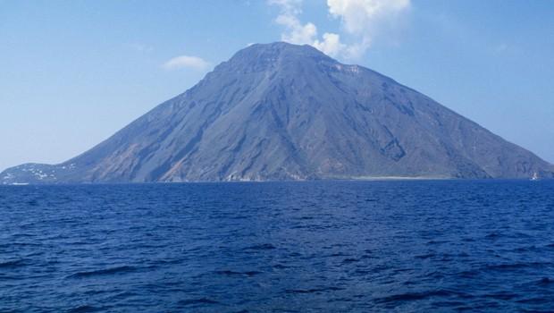 Vulkan Stromboli je znova močno izbruhnil (foto: Profimedia)