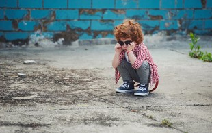 7 posledic pri otroku, ki je odraščal brez ljubezni ob hladnih starših