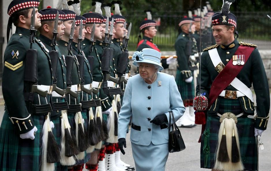 Varnostniki imajo posebna imena za kraljico Elizabeto in člane kraljeve družine (foto: Profimedia)