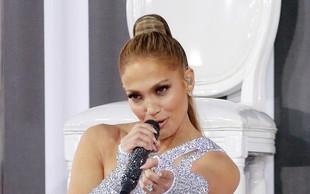 VIDEO: Vroča Jennifer Lopez - ples ob drogu zahteva veliko moči!
