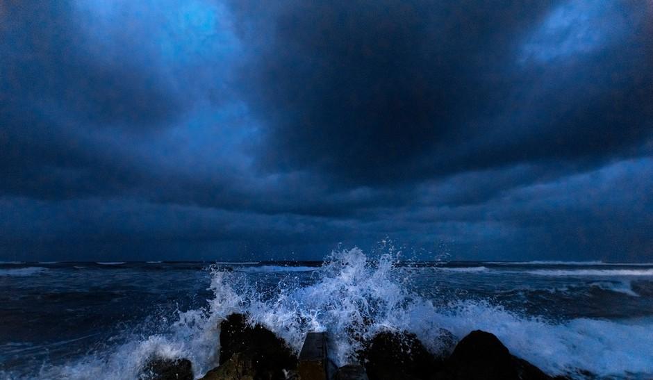 Orkan Dorian vztraja na Bahamih, zahteval je več življenj (foto: profimedia)
