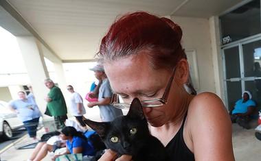 Orkan Dorian vztraja na Bahamih, zahteval je več življenj