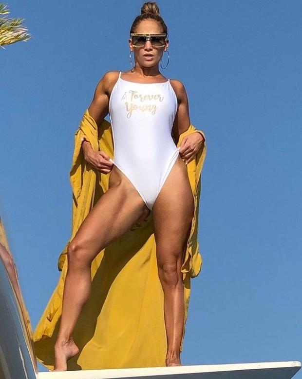 Neverjetno, kako fantastično je v kopalkah pri 50 letih videti Jennifer Lopez (foto: Profimedia)