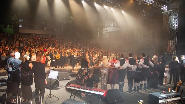 Veliki dobrodelni koncert Viljem Julijan napolnil Križanke (foto: Društvo Viljem Julijan Press)